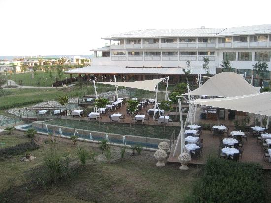 Hilton Dalaman Sarigerme Resort & Spa: main restaurant outdoor seating