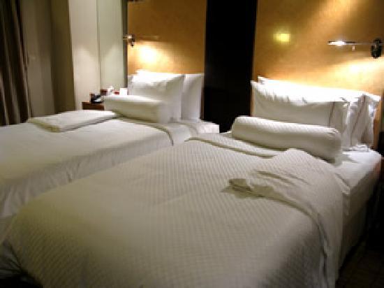 เดอะเวสตินบันด์เซนเตอร์ เซี่ยงไฮ้: ゆったりしたベッド。その分、ベッド間が狭いのはご愛敬・・・。