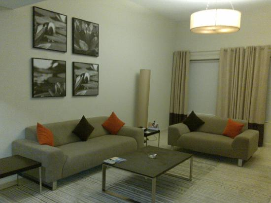 Lotus Grand Hotel Apartments: Living Room