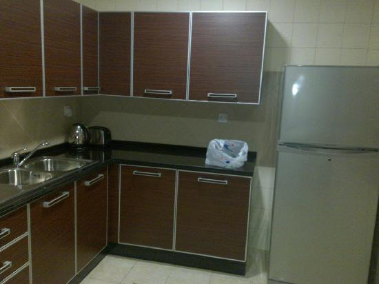 Lotus Grand Hotel Apartments: Kitchen