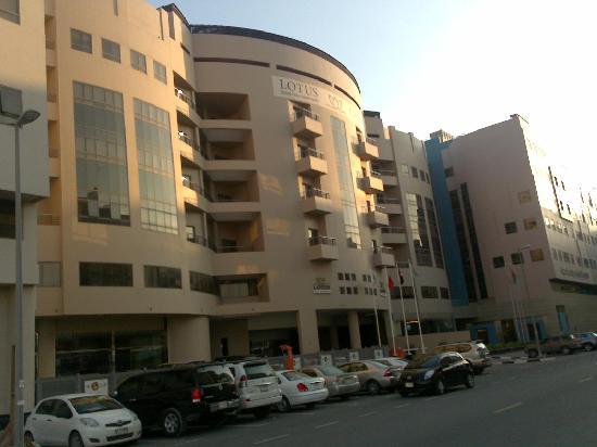 โรงแรมโลตัสแกรนด์อพาทเม้น: Exterior