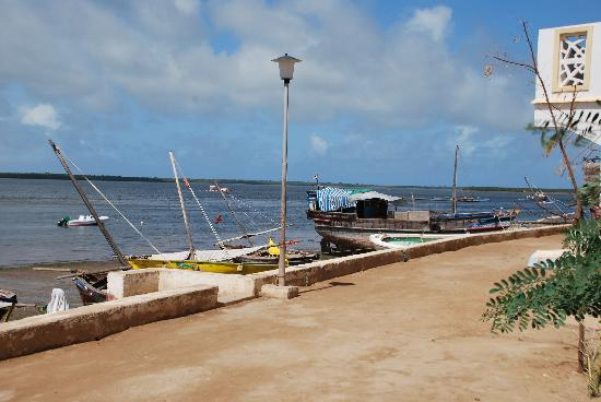 Lamu House Hotel: View from the hotel at the seafront