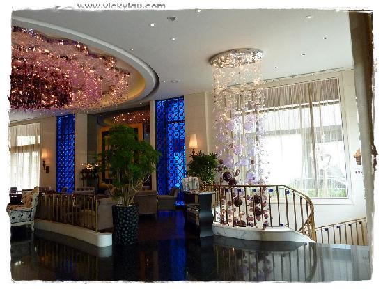 Hotel Eclat Taipei: View from the reception to the lobby lounge