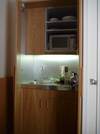 เบส2สเตย์เคนซิงตัน: Mini Kitchen