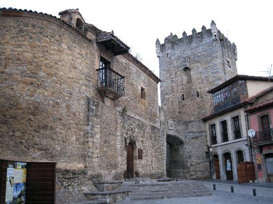 Salas Municipality, إسبانيا: Castillo