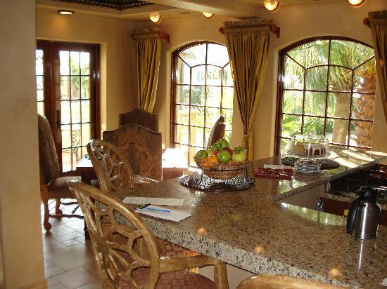 Breakfast Dining Room at Ocean Lodge
