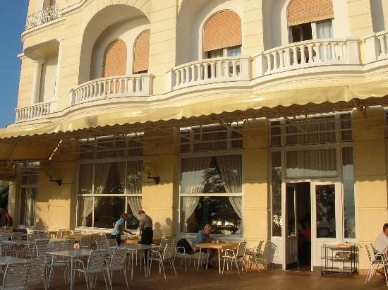 سمارت سيليكشن هوتل بريستول: The breakfast terrace, Hotel Lovran.