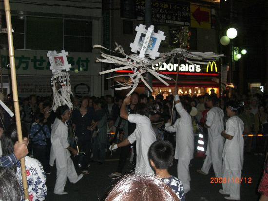 Ota, Japón: 威勢の良いまといの行列