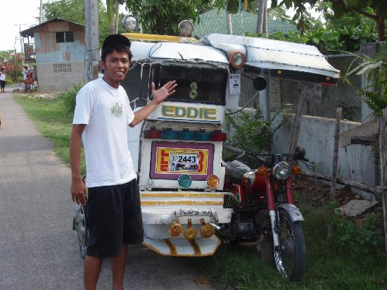 Pacific Cebu Resort: mr :bong  & eddie his dad pata pata ride
