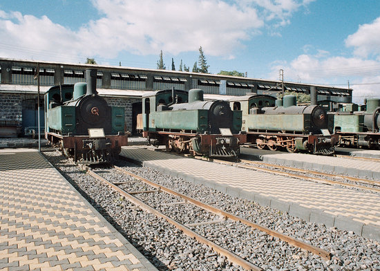 Damascus, Siria: Old tank engines outside the works at Cadem