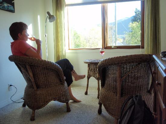 Raven House B&B: sitting area