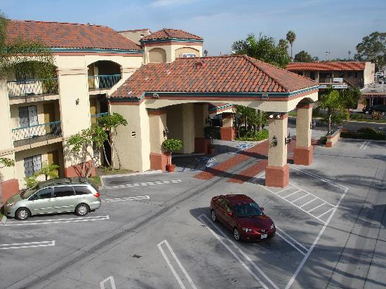 BEST WESTERN Redondo Beach Galleria Inn: View of car park & main entrance