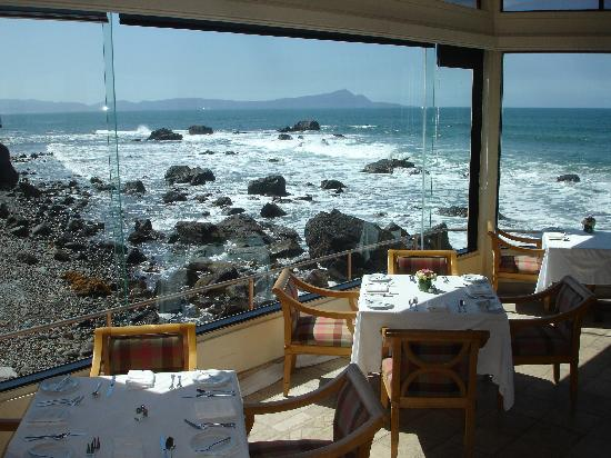 Hotel Punta Morro: Restaurant  and view along coast