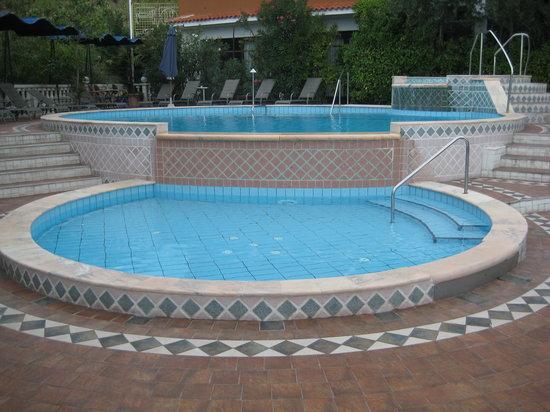 Hotel Tomi: piscine