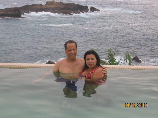 Casa Pan de Miel: Us in the pool.