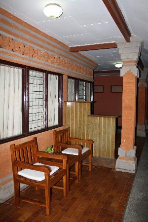 Swastika Bungalows : terrasse chambre standard