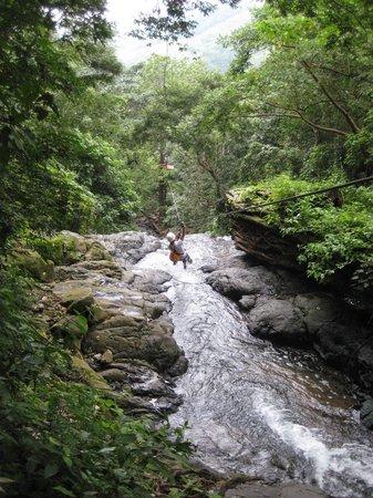 Adventure Park & Hotel Vista Golfo : En route over a waterfall
