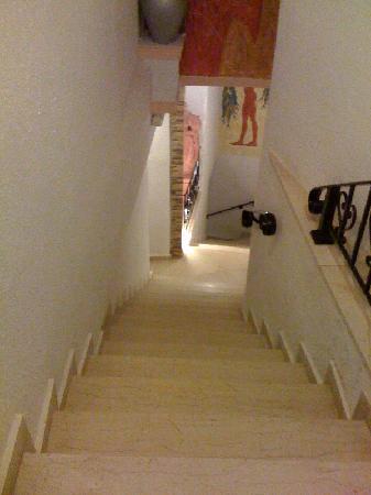 Irini's Villas Resort: steps to the room
