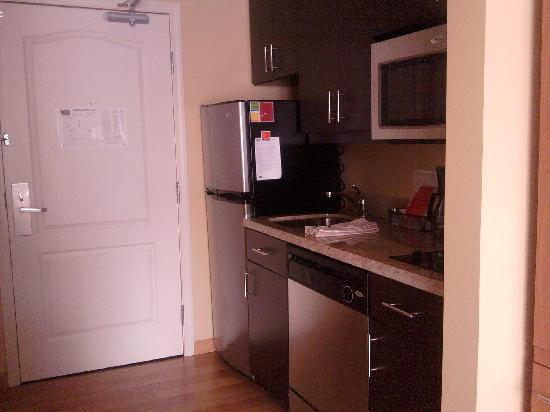 TownePlace Suites Erie: kitchen