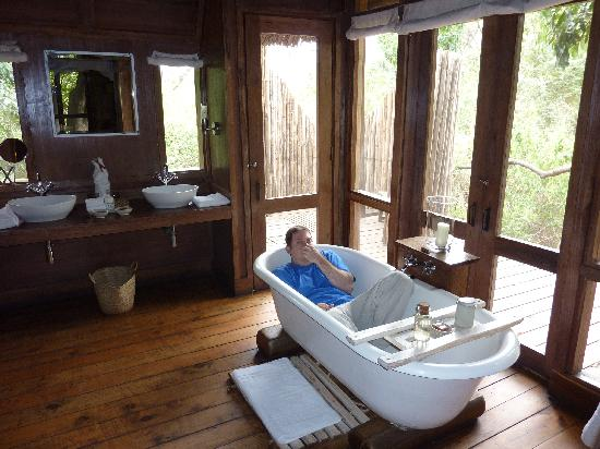 andBeyond Lake Manyara Tree Lodge: Bathroom