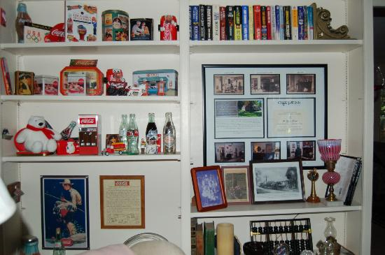 Yarmouth Port, MA: Brian's Coca Cola Collection