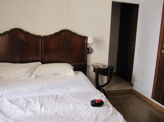 Hotel Foro Romano Imperatori : camera
