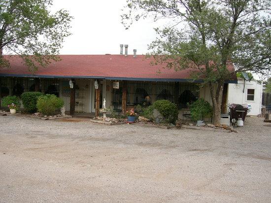 High Country Lodge: Lodge's Hummingbird feeders
