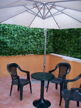 Hotel Artorius: Patio - Room 109
