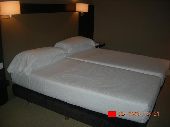 Gallery Hotel: bed