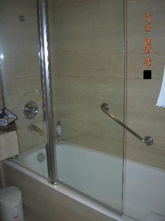 Gallery Hotel: bathroom