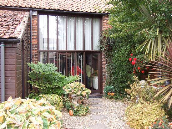 Glebe Barn: Entrance