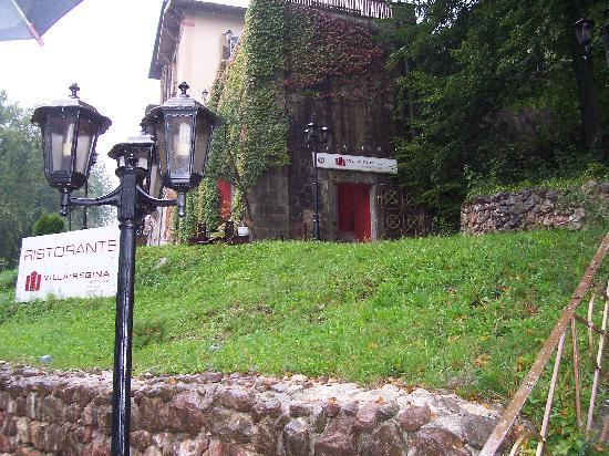 Villa Regina: View of restaurant from street