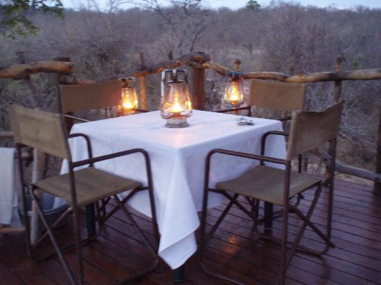Garonga Safari Camp: Dining at the Sleep Out Deck