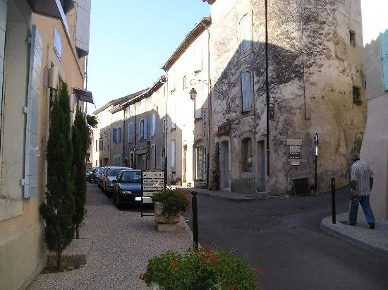 Moulin de Lourmarin : Street in small town of Lourmarin