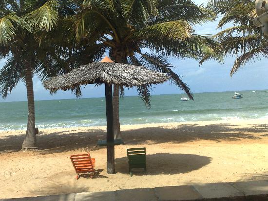 Pousada Jambo: A praia a cinco metros da porta do apartamento