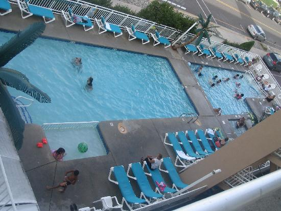 North Wildwood, NJ: pool area.