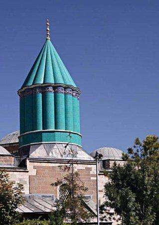 Konya, Turchia: Minareto in turchese del mausoleo di Mevlana