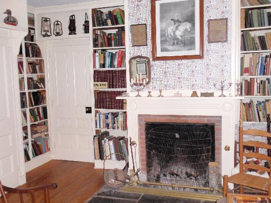 Bailey's Mills Bed and Breakfast: the Library