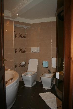 Hotel Villa Antica : Suite Bathroom