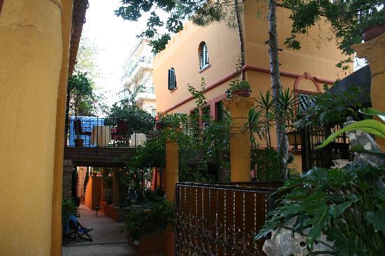 Hotel Villa Antica: Courtyard