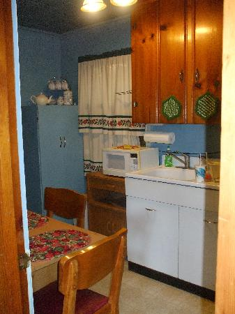 Sea Cliff Motel: Kitchen