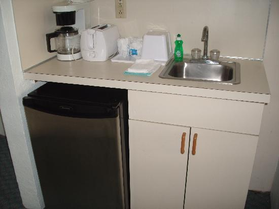 Jolly Roger Motel : kitchenette