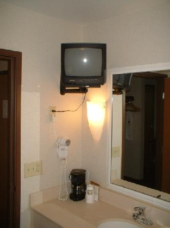 BEST WESTERN PLUS Sparta Trail Lodge: TV in the bathroom - with remote!