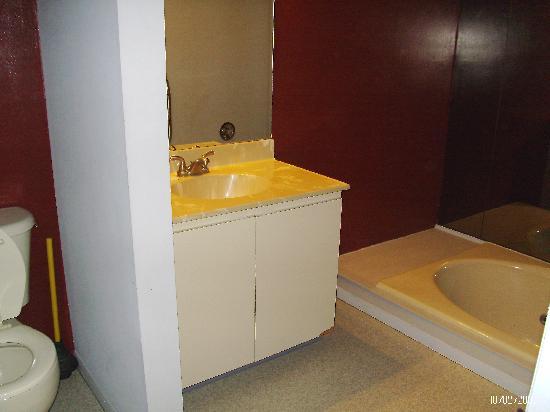 Ski Side Village: upstairs sucken bath  whirlpool