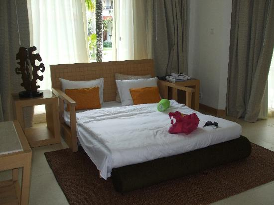 Holiday Inn Resort Baruna Bali: Living room pull out sofa of Baruna Suite