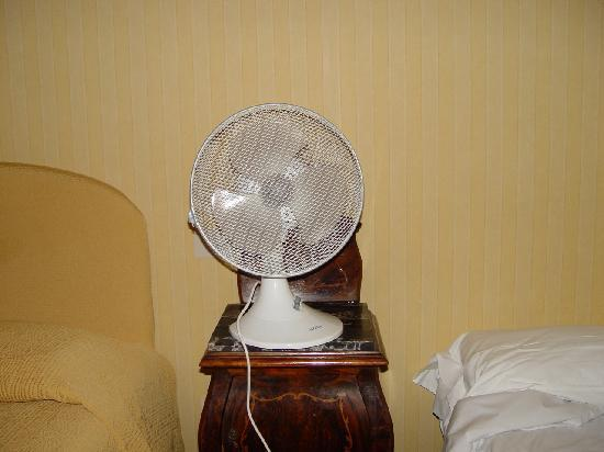 ‪لا مايسون رويال: No Air Conditioner In The Room‬