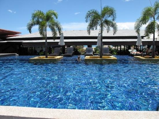 Novotel Samui Resort Chaweng Beach Kandaburi : Upper Swimming Pool, smaller then lower Swimming pool but deeper