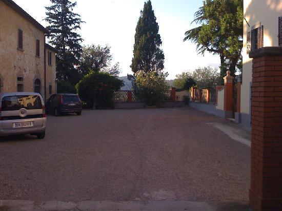 Читта-ди-Кастелло, Италия: Driveway of Palazzo Majo