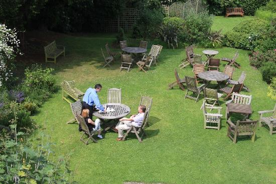 The Worsley Arms Hotel: Garden