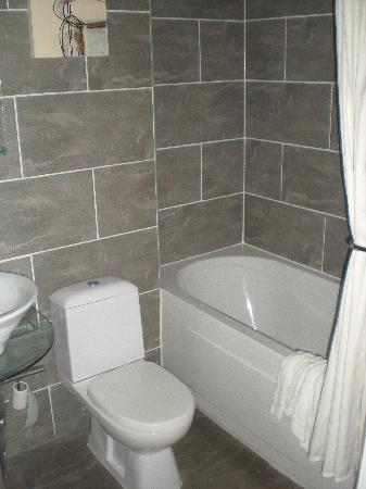 City Apartments Newcastle - Quayside: Bathroom